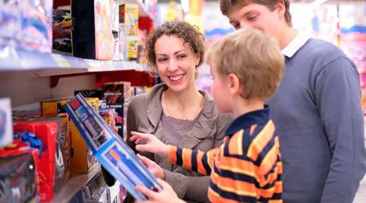 Filhos influenciam cinco em cada dez pais na escolha dos presentes de Natal